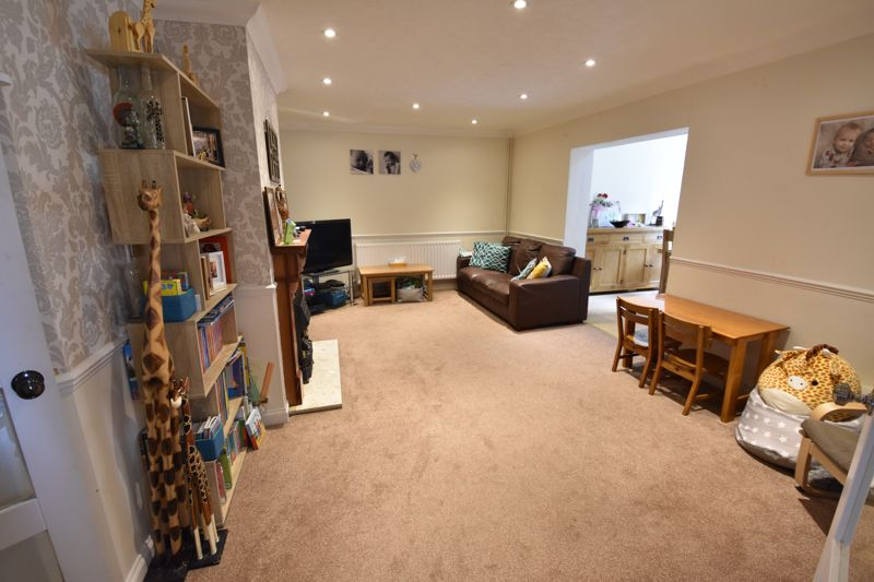 3 bedroom  to buy in Beaconsfield, Luton - Photo 1