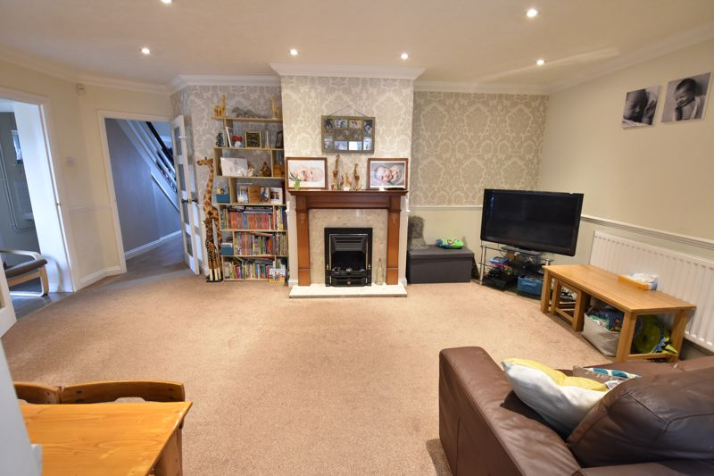 3 bedroom  to buy in Beaconsfield, Luton - Photo 2