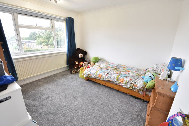 3 bedroom  to buy in Beaconsfield, Luton - Photo 11