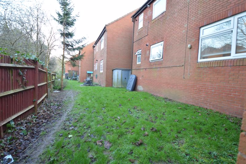 2 bedroom  to buy in Wolston Close, Luton - Photo 3