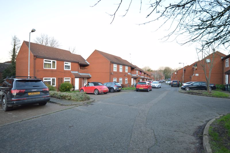 2 bedroom  to buy in Wolston Close, Luton - Photo 4