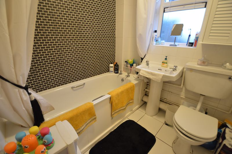 2 bedroom  to buy in Wolston Close, Luton - Photo 10