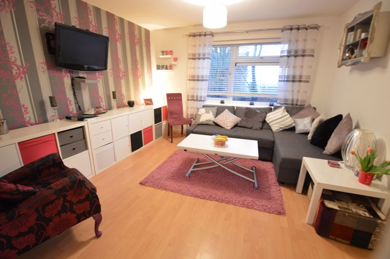 2 bedroom  to buy in Wolston Close, Luton - Photo 13