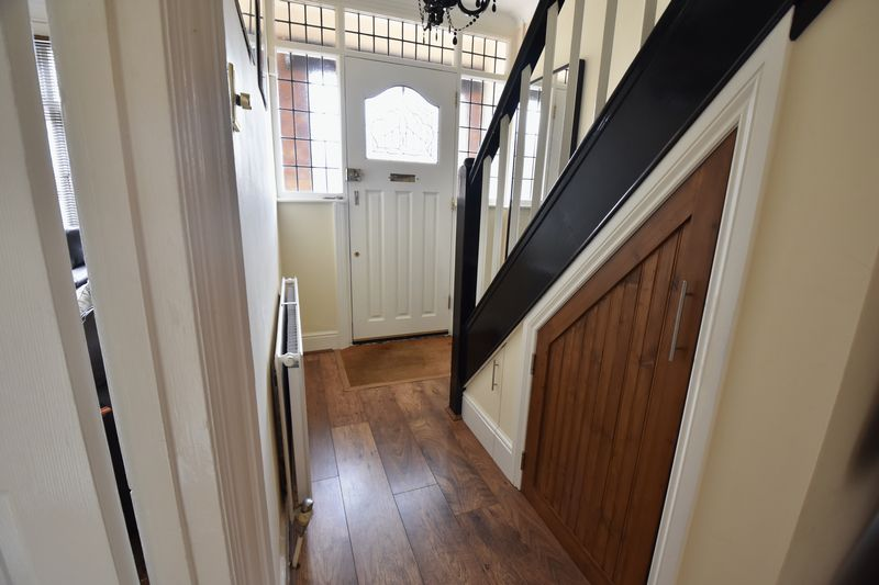 3 bedroom Semi-Detached  to buy in Wychwood Avenue, Luton - Photo 3