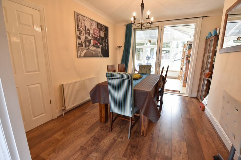 3 bedroom Semi-Detached  to buy in Wychwood Avenue, Luton - Photo 5