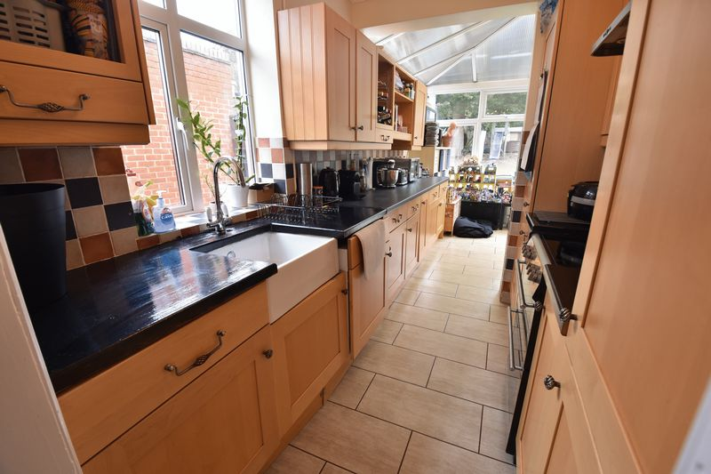 3 bedroom Semi-Detached  to buy in Wychwood Avenue, Luton - Photo 6