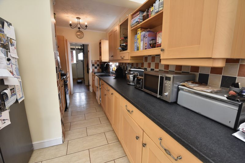 3 bedroom Semi-Detached  to buy in Wychwood Avenue, Luton - Photo 7