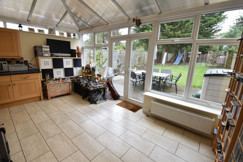 3 bedroom Semi-Detached  to buy in Wychwood Avenue, Luton - Photo 8