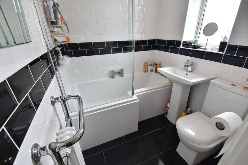 3 bedroom Semi-Detached  to buy in Wychwood Avenue, Luton - Photo 9