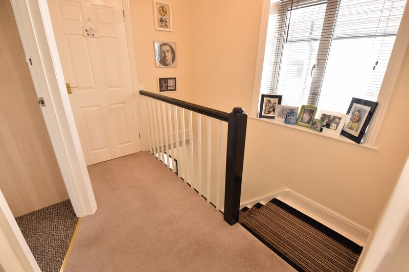 3 bedroom Semi-Detached  to buy in Wychwood Avenue, Luton - Photo 10