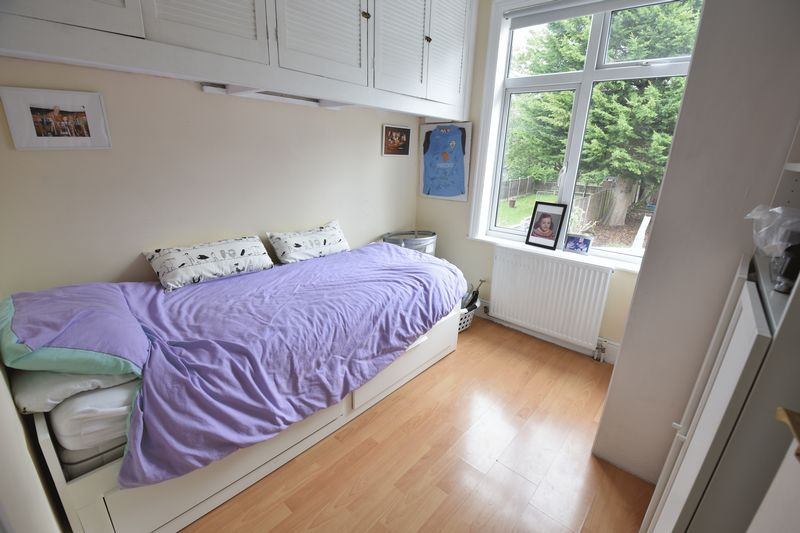 3 bedroom Semi-Detached  to buy in Wychwood Avenue, Luton - Photo 11