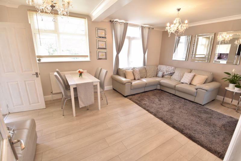 3 bedroom  to buy in St. Catherines Avenue, Luton - Photo 4