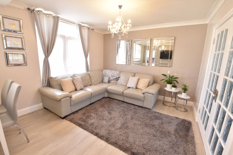3 bedroom  to buy in St. Catherines Avenue, Luton - Photo 5