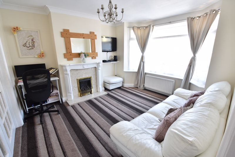 3 bedroom  to buy in St. Catherines Avenue, Luton - Photo 7