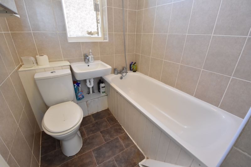 3 bedroom  to buy in St. Catherines Avenue, Luton - Photo 8