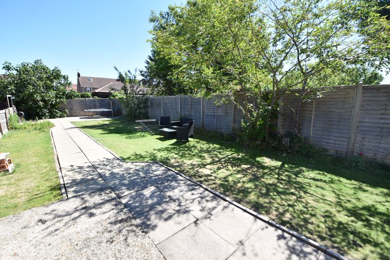 3 bedroom  to buy in St. Catherines Avenue, Luton - Photo 14