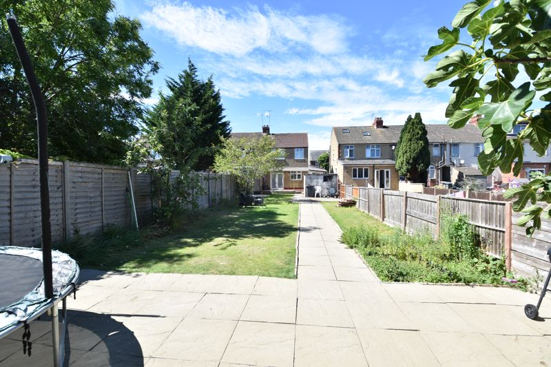 3 bedroom  to buy in St. Catherines Avenue, Luton - Photo 15