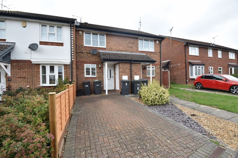 2 bedroom Mid Terrace to rent in Spayne Close, Luton