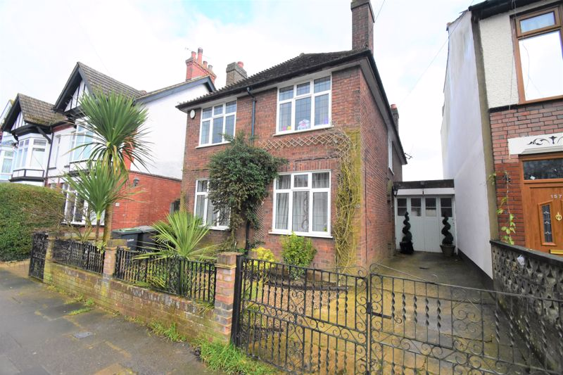 3 bedroom Detached  to buy in Tennyson Road, Luton