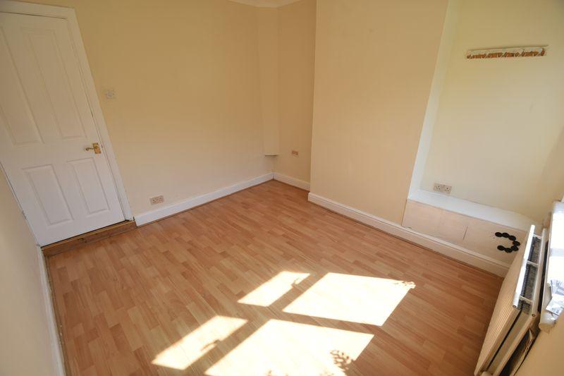 2 bedroom Mid Terrace to rent in Milton Road, Luton - Photo 2