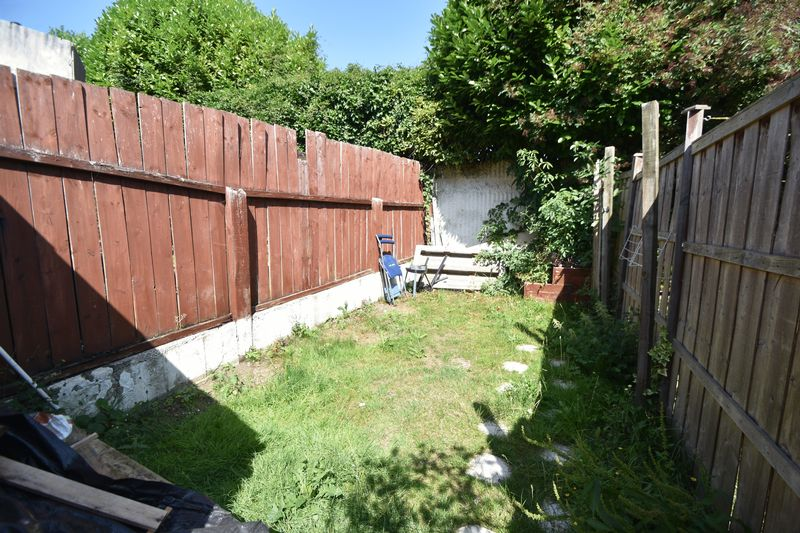 2 bedroom Mid Terrace to rent in Milton Road, Luton - Photo 5
