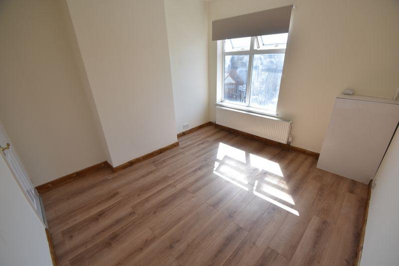 2 bedroom Mid Terrace to rent in Milton Road, Luton - Photo 7