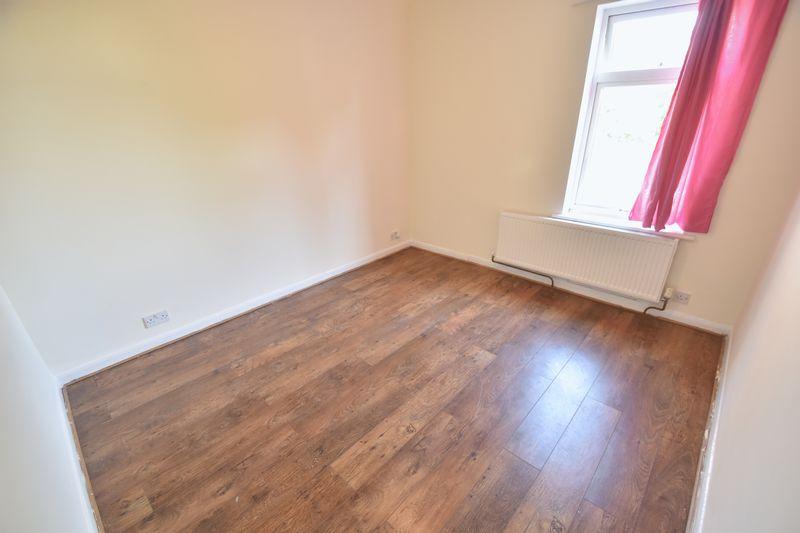 2 bedroom Mid Terrace to rent in Milton Road, Luton - Photo 8