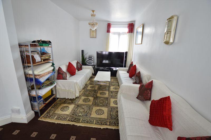 3 bedroom Mid Terrace to buy in Dale Road, Luton - Photo 2