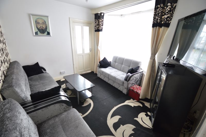 3 bedroom Mid Terrace to buy in Dale Road, Luton - Photo 7