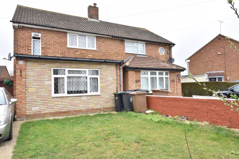 3 bedroom Semi-Detached  to rent in Eastcott Close, Luton