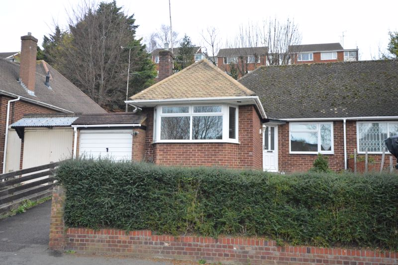 3 bedroom Semi-Detached  to buy in Falconers Road, Luton - Photo 2