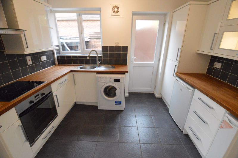 3 bedroom Semi-Detached  to buy in Falconers Road, Luton - Photo 7