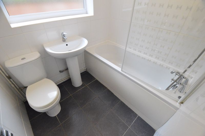 3 bedroom Semi-Detached  to buy in Falconers Road, Luton - Photo 13