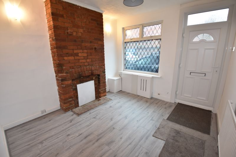 2 bedroom Mid Terrace to rent in Arthur Street, Luton - Photo 2