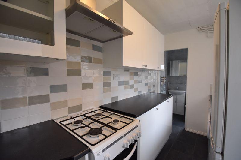 2 bedroom Mid Terrace to rent in Arthur Street, Luton - Photo 4