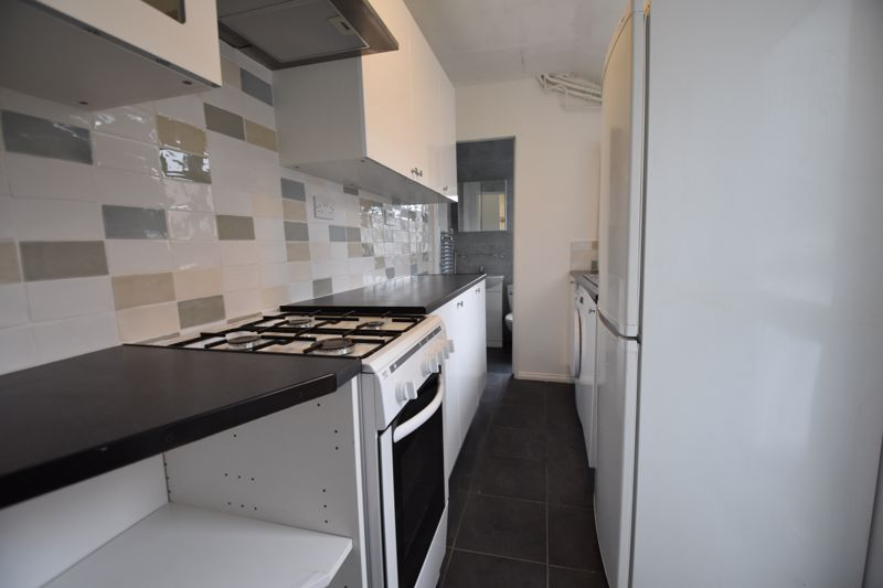 2 bedroom Mid Terrace to rent in Arthur Street, Luton - Photo 5