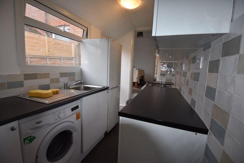 2 bedroom Mid Terrace to rent in Arthur Street, Luton - Photo 8