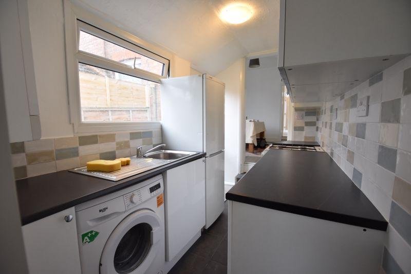 2 bedroom Mid Terrace to rent in Arthur Street, Luton - Photo 9