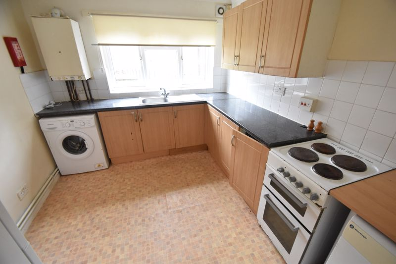 2 bedroom Flat to buy in 54 Moreton Road North, Luton - Photo 2