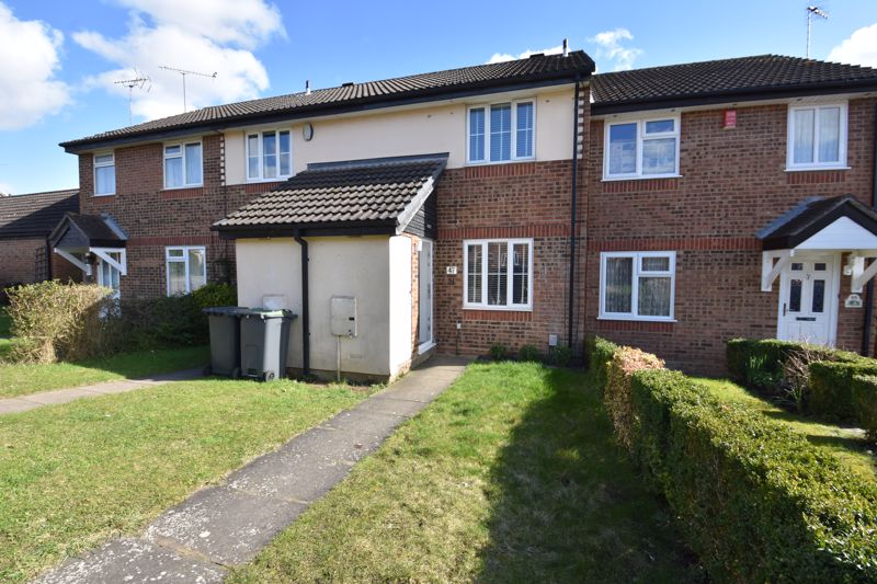 2 bedroom Mid Terrace to buy in Spayne Close, Luton - Photo 1