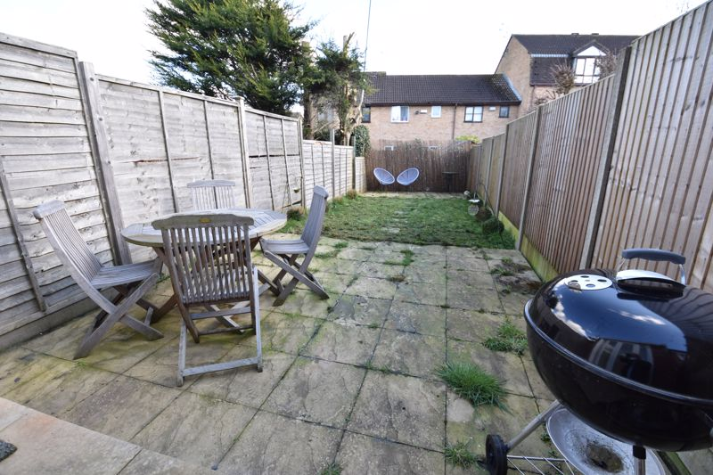 2 bedroom Mid Terrace to buy in Spayne Close, Luton - Photo 9