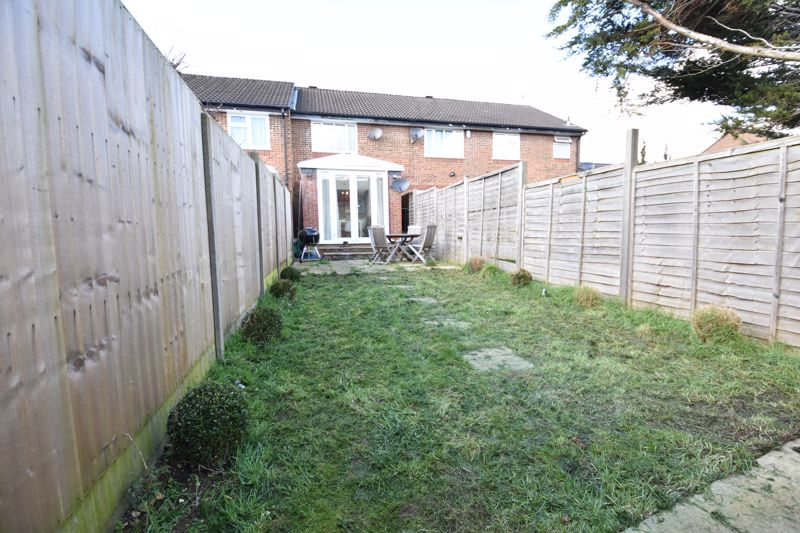 2 bedroom Mid Terrace to buy in Spayne Close, Luton - Photo 10