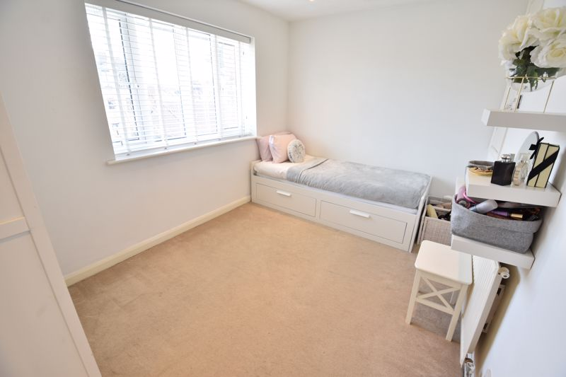 2 bedroom Mid Terrace to buy in Spayne Close, Luton - Photo 11