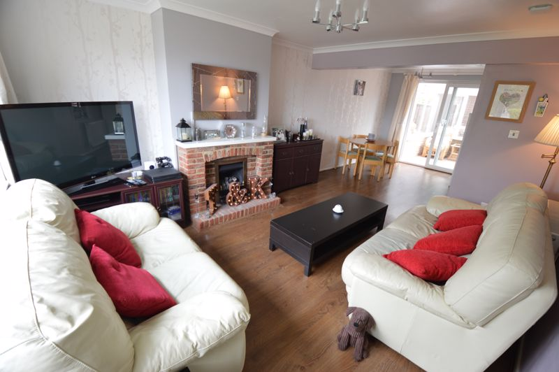 3 bedroom Semi-Detached  to buy in Handcross Road, Luton - Photo 1