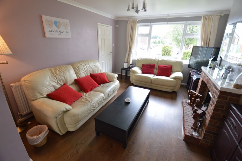 3 bedroom Semi-Detached  to buy in Handcross Road, Luton - Photo 2