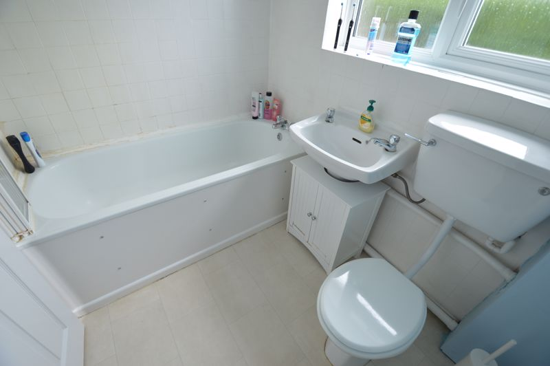 3 bedroom Semi-Detached  to buy in Handcross Road, Luton - Photo 12