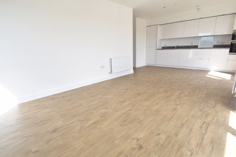 2 bedroom Flat to rent in Stirling Drive, Luton - Photo 1