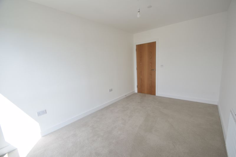 2 bedroom Flat to rent in Stirling Drive, Luton - Photo 3