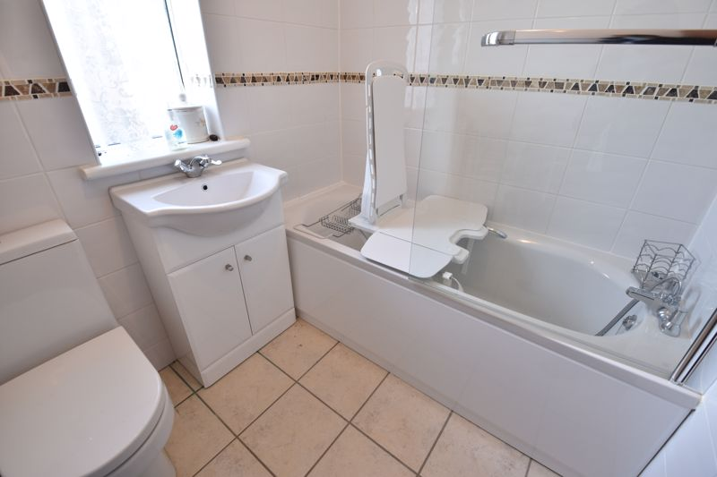 3 bedroom  to buy in Bluebellwood Close, Luton - Photo 4