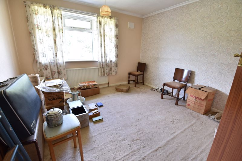 3 bedroom  to buy in Bluebellwood Close, Luton - Photo 5